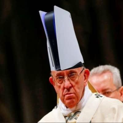 20200612 play station 5 ps5 parece el sombrero del papa