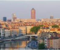 ciudad francesa a orillas del rio rodano es lyon